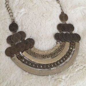 OFFERS WELCOME! ⭐️ Bib Statement Necklace